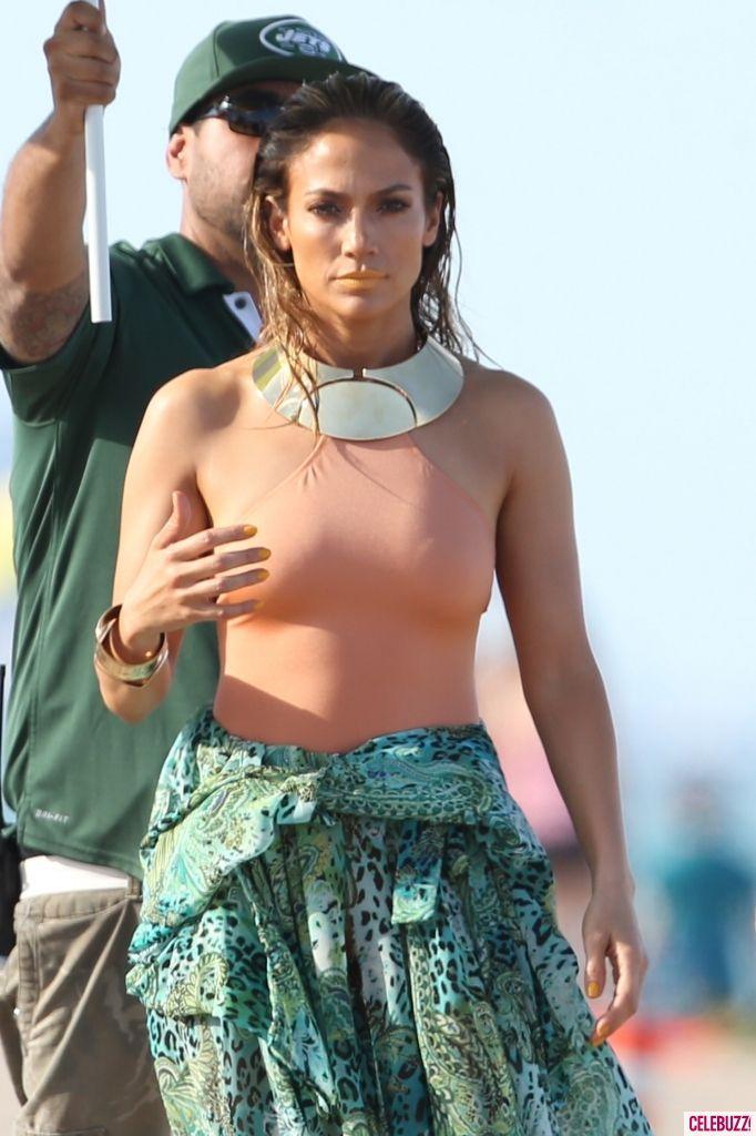 body illusions | Jennifer Lopez Creates QUITE The Optical Illusion On Set