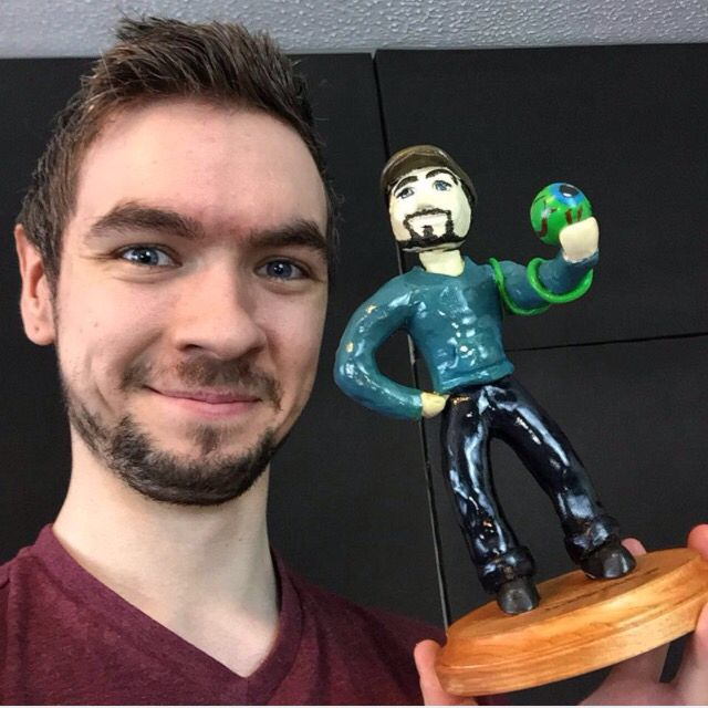 Jacksepticeye --- AAAAHHHH!! My statue!! Amber I found another pic of him with my statue!!!