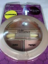 Revlon Soft Dimension Eye Shadow Trio este o minitrusa de farduri cu 3 culori si aplicator perfecta pentru poseta unei doamne. Cu aceasta combinatie de culori, ochii tai vor arata permanent odihniti si vioi. Potrivit pentru ochi sensibili, acest fard se integreaza foarte bine cu liniile de la eyeliner. - Pret14.94 Lei  http://www.colorcosmetics.ro/ochi/farduri/paleta-farduri-revlon-soft-dimension-eye-shadow-trio---pink-sands.html#.U3ivbd4qfDc