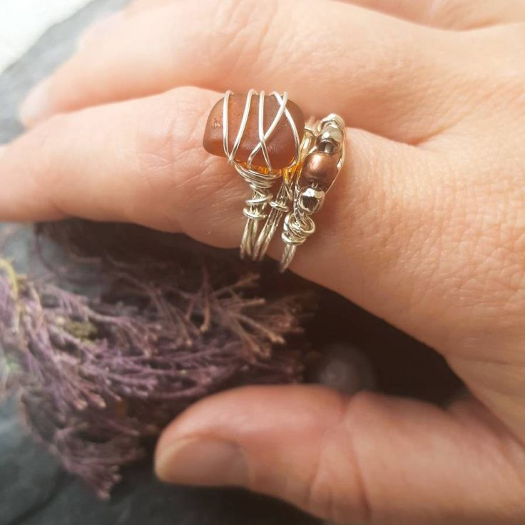 This boho style Seaglass ring set is romantic and earthy. I know that so many people, like me, feel the call of the sea and the salty breeze in their soul. My aim is to bring a little slice of that romantic ocean escape to my customers with this beach jewellery ♡ --------------------------------
