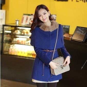 Blue coat + collar fur = chic! thehallyu.com
