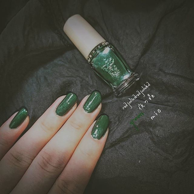 バイトないからネイルした~ マジョリカマジョルカの夜の森使ってます~ #ネイル #セルフネイル #シンプルネイル #シンプル #マジョリカマジョルカ #夜の森 #緑 #nail #selfnail #majolicamajorca #simple