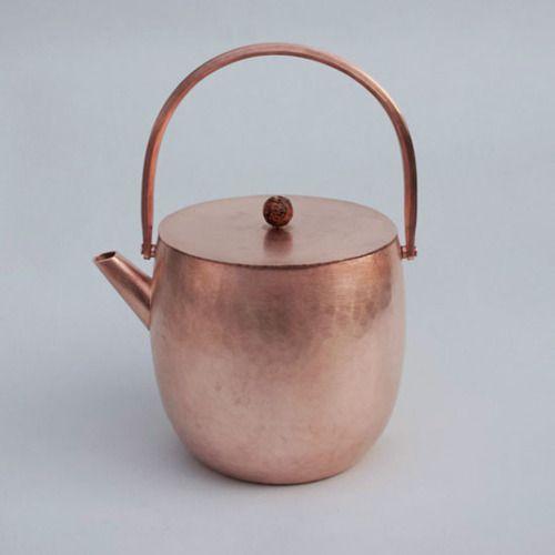 Copper Tea Pot by Yumi Nakamura, Japan 中村友美 銅薬缶: 銅, 菩提樹の実