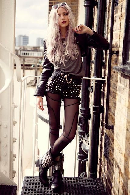 In love with the pattern on the tights. If I had to own cowboy boots, those would be it