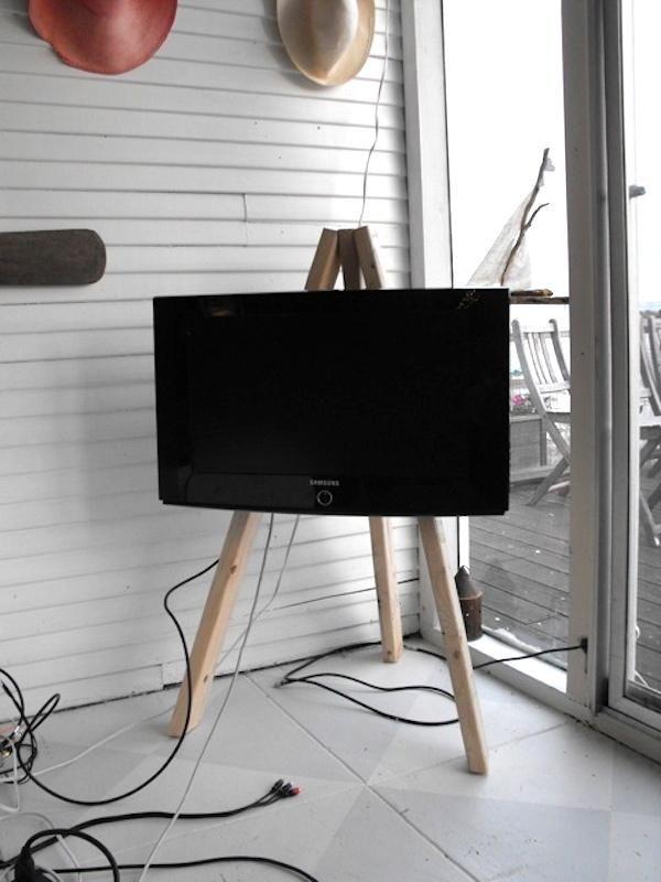 Tricia Rose's DIY TV Easel, Remodelista