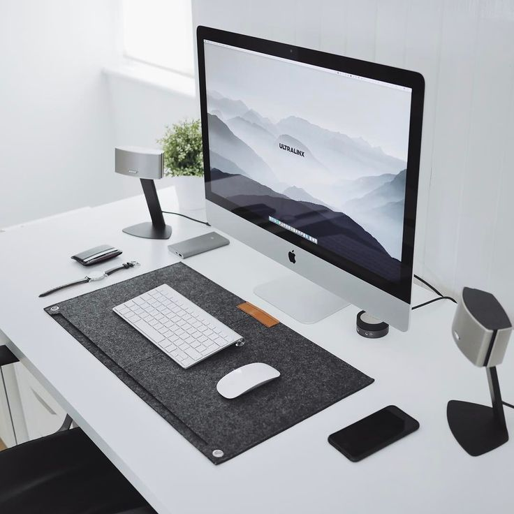 Workspace by @ultralinx. Desk mat from our store link in bio.