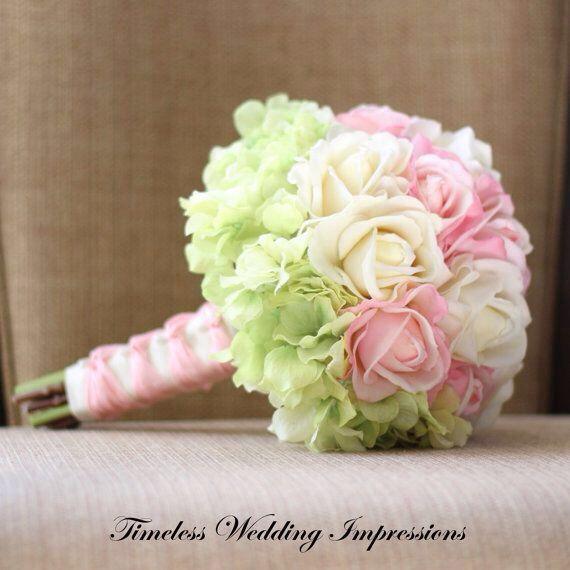 Hortensien und Rosen - der perfekte Brautstrauß