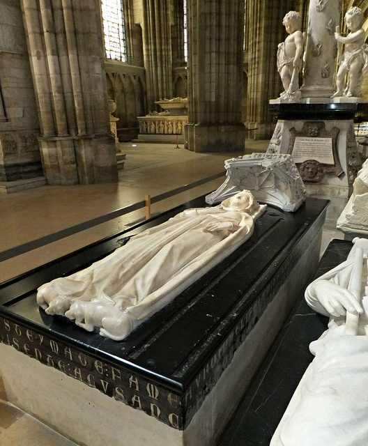 Basilica of St Denis, Paris, France, Tomb of Isabelle d'Aragon (wife of Philippe III) who died in Calabria in 1271.