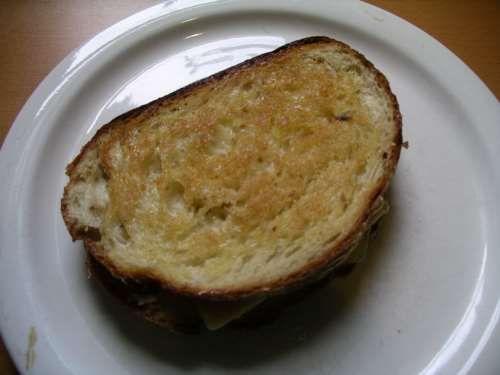 Amerikanisches Gegrilltes Käsesandwich (Grilled Cheese Sandwich)