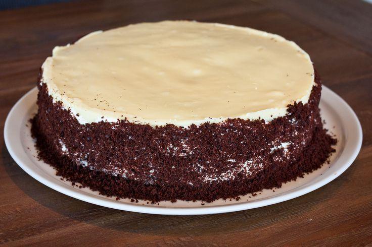 Recept voor chocoladetaart met kersen en wittechocoladeglazuur