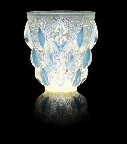 René Lalique (French, 1860-1945) 'Rampillon' Vase, Design 1927.