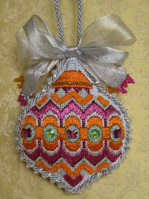 glitters_0607.jpg, from The Needle House in Texas a collection of designs needlepoint Christmas ornament