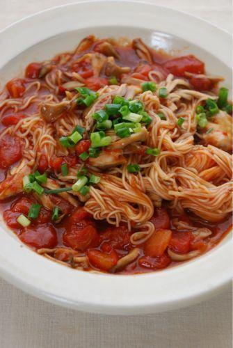 ひさびさ炭水化物です^^。舞茸とトマト缶で煮込みにゅうめん by 庄司 ...