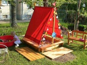 Небольшая детская площадка.