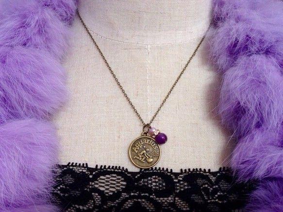 ☆水瓶座さんのためのネックレスを作りました(*^_^*)みずがめ座(1月20日~2月18日)誕生石:天然アメシスト星座コイン型ペンダント:直径約1.7cmネッ...|ハンドメイド、手作り、手仕事品の通販・販売・購入ならCreema。