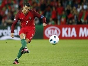 Result: Cristiano Ronaldo stays under spotlight to help Portugal beat hosts Russia