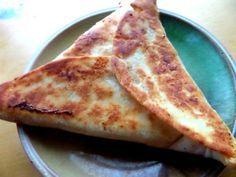 Все знают, что завтрак должен быть сытным и желательно, чтобы горячим.Ёка, горячая закуска из тонкого лаваша, как нельзя лучше подходит под определение питательного, вкусного и быстрого завтрака.  Ле…