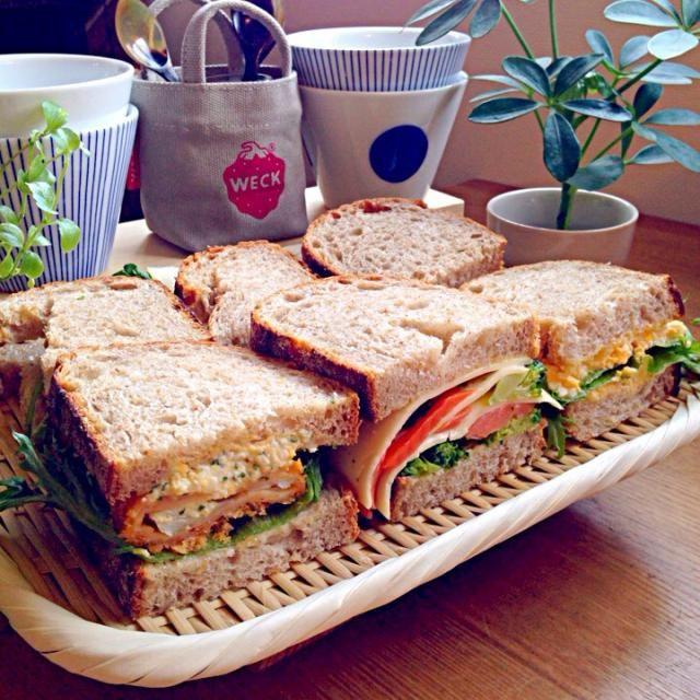 ずっと食べてみたかった神戸に本店があるビゴのパン‼︎ヽ(´・∀・`)ノ 私は東京支店の銀座店でGET〜♪♪♪ ライ麦入のルヴァンを使って久々にサンドイッチ弁当にしました〜♪♪♪ UPも久々です怠け者でごめんなさい( ̄▼ ̄;) - 71件のもぐもぐ - ずっと食べてみたかったビゴのパン屋さんのルヴァンを使って!!ヽ(´・∀・`)ノ⚫︎タラフライタルタルサンド⚫︎スモークサーモンとブロッコリー•チーズのサンド⚫︎たまごとレタスのサンド by Obentocafe
