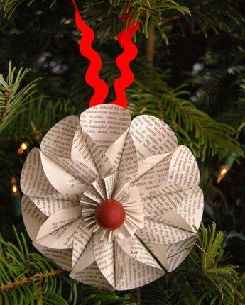 Weihnachtsbaumschmuck basteln - Blume aus Bücherseiten Mehr