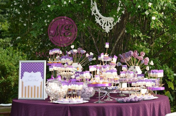 By www.magentaevents.ro #purple #cream #candybar #nunta #iasi #macarons #cupcakes #marshmallows #outdoorwedding #outdoor #magentaevents