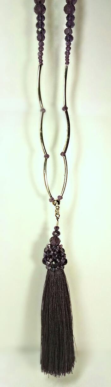 Ожерелье с подвеской ручной работы.