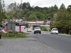 One of the highways in Volcan, Panama – http://bestplacesintheworldtoretire.com/questions-and-answers/642-what-would-my-neighbors-be-like-in-volcan-and-cerro-punta-chiriqui-province-panama