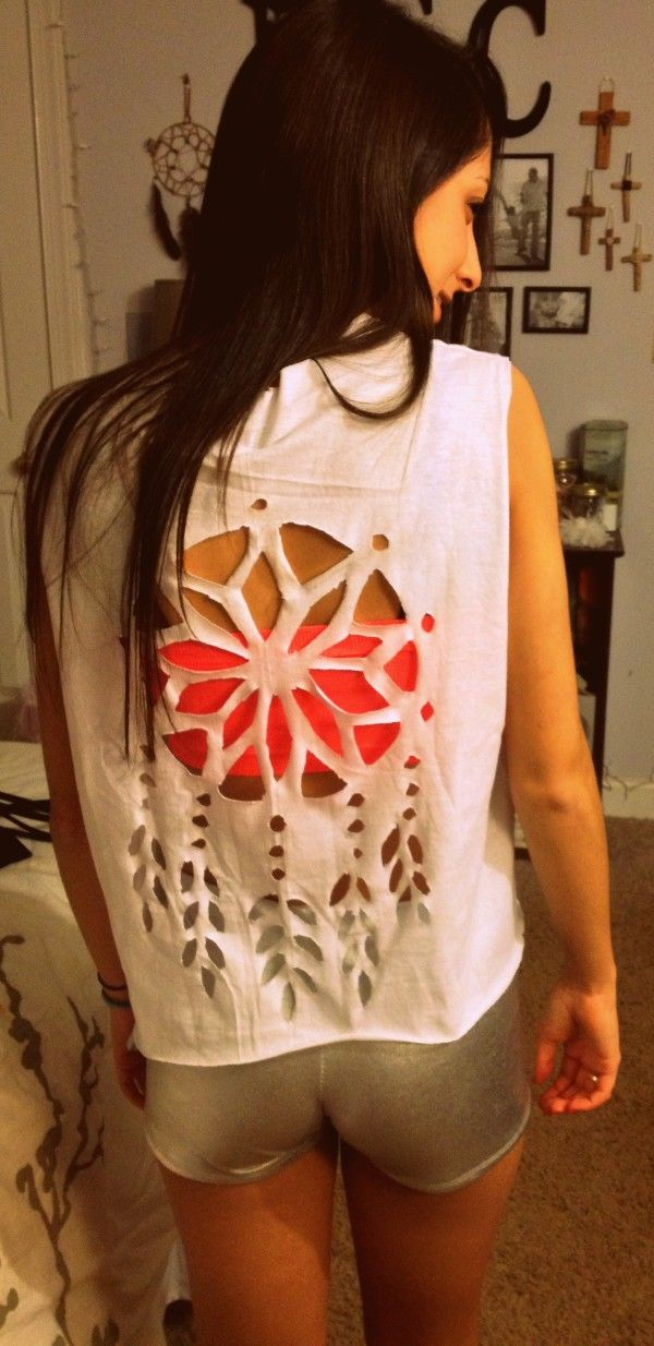➳➳➳☮American Hippie DIY - Dreamcatcher cutout T-shirt.  Are you good with scissors lol?