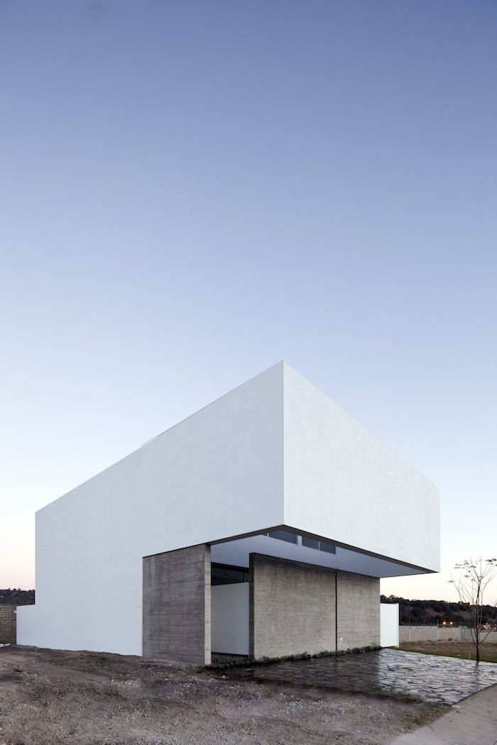 A house to see the sky by Abraham Cota Paredes Arquitectos. More on ignant.de...