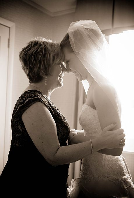 I totally want a shot like this with my mom the day of!:
