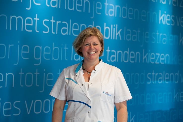 Onze mondhygiënist Marjan de Boer  Afgestudeerd in Utrecht 1989  Werkervaring:  1989-1992 Diverse groepspraktijken, orthodontie en ziekenhuis.  1992-1995 Parodontologie praktijk Enschede en orthodontie.  1995-heden Vrije vestiging Enschede, nu fulltime Haaksbergen