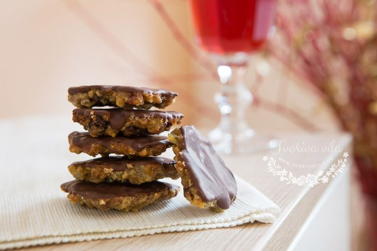 Vánoční pečení je v plném proudu a proto vám přinášíme další recept na vánoční cukroví. Marokánky. Jejich příprava není nijak obtížná, a pokud je každoročně neděláte, tak je můžete vyzkoušet podle našeho receptu. Uvidíte, že budou pryč než se nadějete. Možná pak budete muset připravit další várku, jak rychle se po nich zapráší. Tady je …