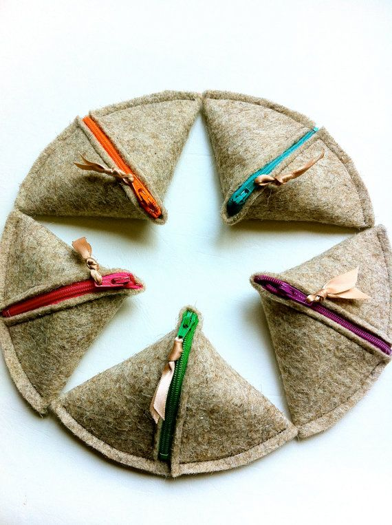 SAMOSA Change Purse Natural Wool Felt colored by hoshiidesigns, $8.50