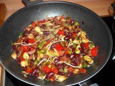 Oosterse Bruine Bonen Uit De Wok recept   Smulweb.nl