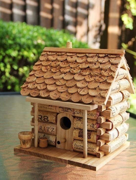1000 images about knutselen met wijnkurken on pinterest for How to build a birdhouse out of wine corks