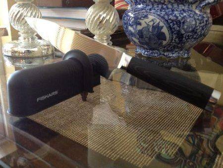 Fiskars 7861 Axe and Knife Sharpener: http://bestknifesharpeningsystem.com/knife-sharpeners/fiskars-7861-axe-and-knife-sharpener/