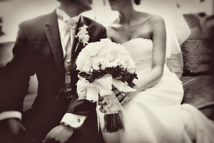 idée de photo mariage noir et blanc à effet rétro