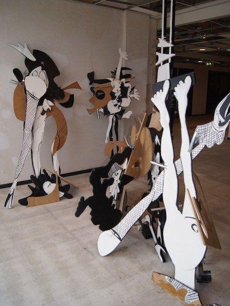 installatie, fijne fijnerikken, strip, volgende stap, destructie, verder bouwen, gevonden hout, gebruikt, hout, kunst, eerdere beelden, robert pennekamp