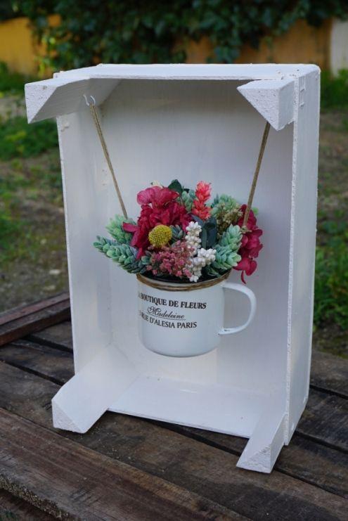 La boutique de flores en una caja de frutas                              …