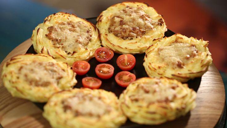 Картофельные гнезда с грибами — блюдо скорее «по-поводу», а не на каждый день. Ничего сложного, конечно, но и не самое быстрое блюдо. А вот когда надо выпендриться перед подругами или свекровью — смело готовьте и будет вам счастье! И вкусно, и красиво! И вообще, пюре может быть очень разнообразным блюдом — посмотрите эту статью. Если […]