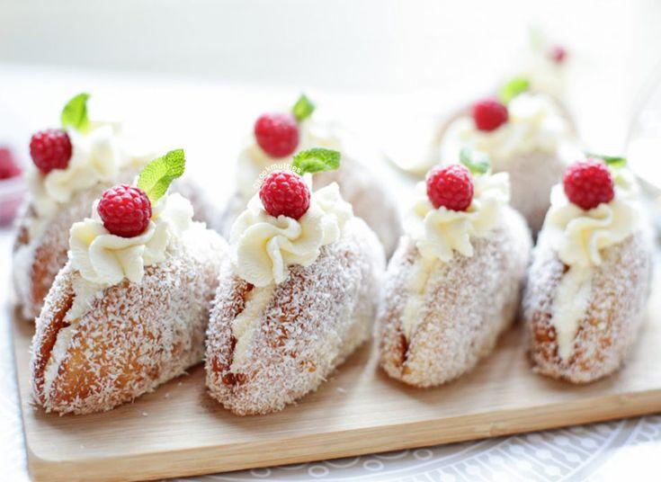Deze eierkoeken-kokos gebak zijn zo gemakkelijk dat het niet kan mislukken! En weet je dat je met het maken van deze eierkoeken-kokos gebak in slechts 10 minuten klaar bent? Altijd een goed idee als…
