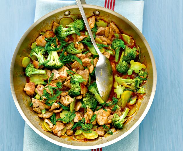 Νόστιμη συνταγή για χοιρινό με μπρόκολο και τζίντζερ.