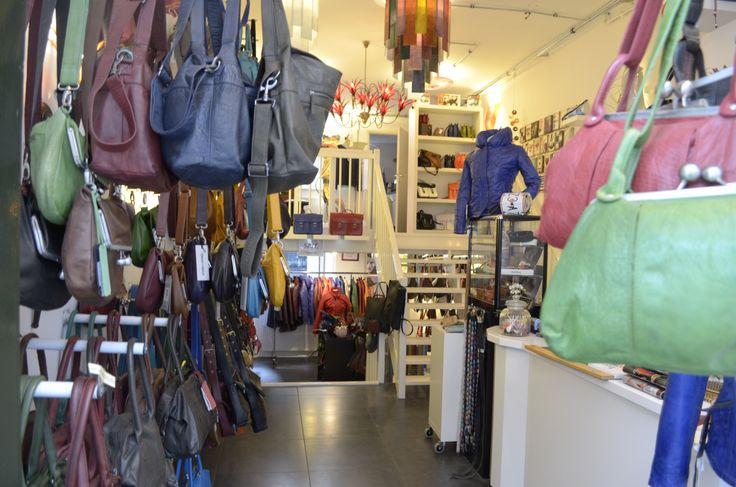 In onze winkel vind je een unieke collectie tassen, jassen, accessoires van diverse merken en Born Identity custommade verlichting.