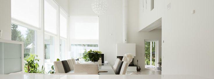 Korkea olohuone #kivitalo #olohuone #valoisa #stonehouse #livingroom #light #talotalo