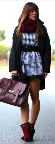 Opç: Vestido xadrez preto e branco + lenço vermelho
