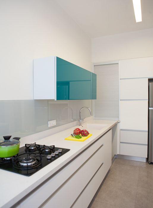 modern kitchen by dana shaked מטבח לבן מודרני בעיצוב דנה שקד