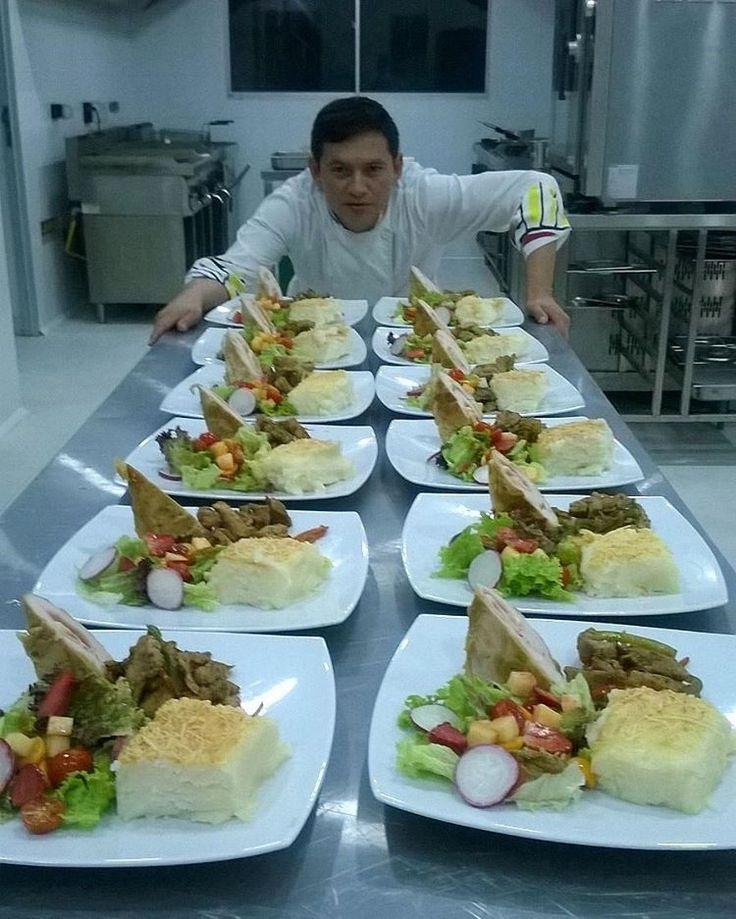 Cordon bleu Fajitas de cerdo Puré de papa gratinado con queso parmesano Ensalada tropical