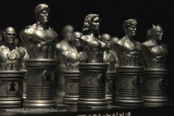 JUSTICE LEAGUE Chess Set from DC Collectibles