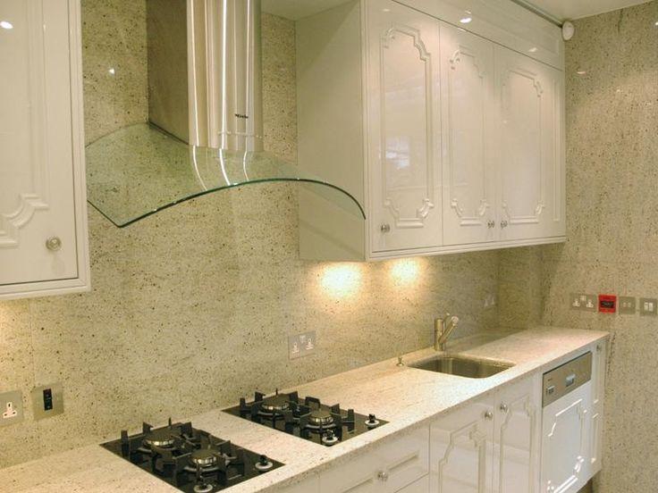 Rivestimenti cucina bianca classica cerca con google - Rivestimento cucina in muratura ...