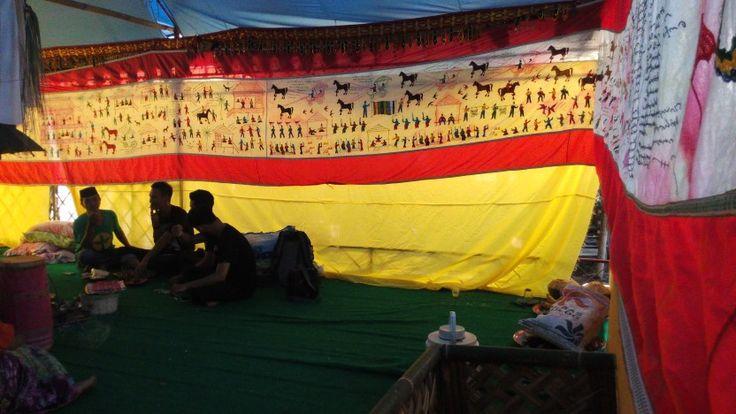 Penggalan epik I La Galigo pada ritual pencucian arajang (pusaka) kerajaan Lompengeng. Cabenge, Sulsel #bugis #lompengeng #indonesia #bissu #arajang #soppeng #sulsel # ilagaligo