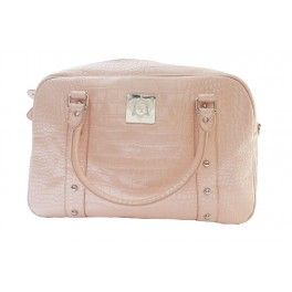 #BlackFriday is here and we are offering 50% off all our bags until Saturday! Take advantage of this amazing offer and grab a bargain!   This Courtenay #changingbag/#diaperbag is currently just £28.75 or $47.23!